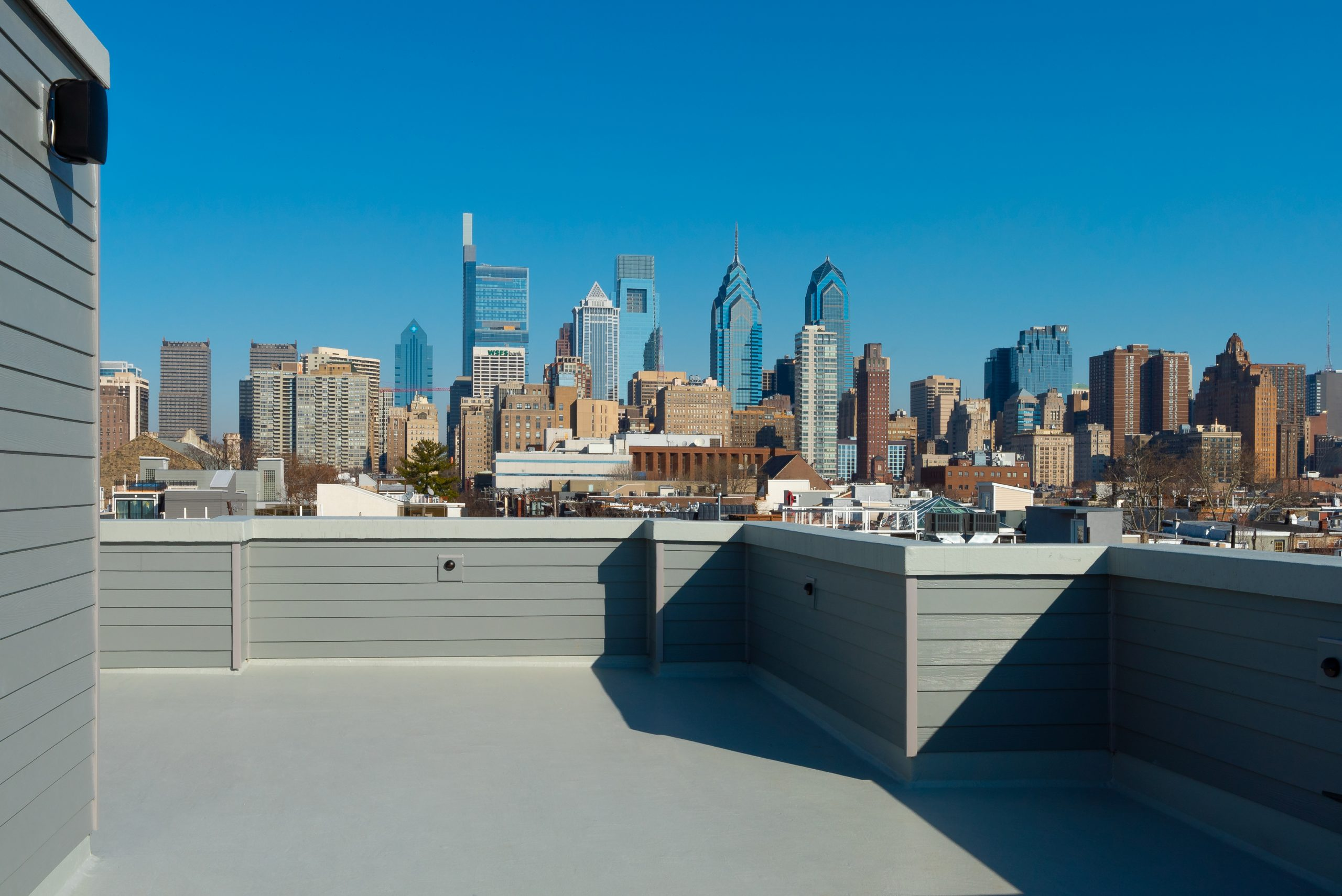 1900 CHRISTIAN UNIT 03 ROOF DECK WEFILMPHILLY-00406